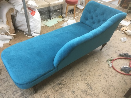 Deep buttoned chaise
