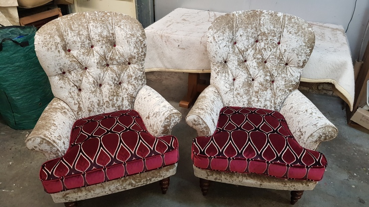 Buttoned armchair - pair